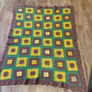 Granny square knitted throw